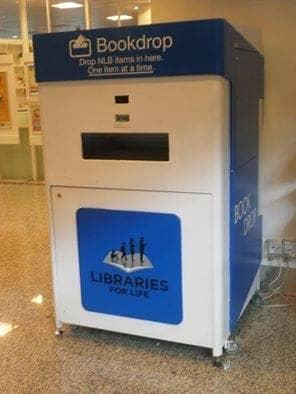 Contoh drop box di perpustaan publik Singapura. Drop Box ini berfungsi untuk meletakkan buku-buku yang telah dipinjam dari perpustakaan publik Singapura. Rakyat Singapura menunjukkan minat yang tinggi untuk membaca.