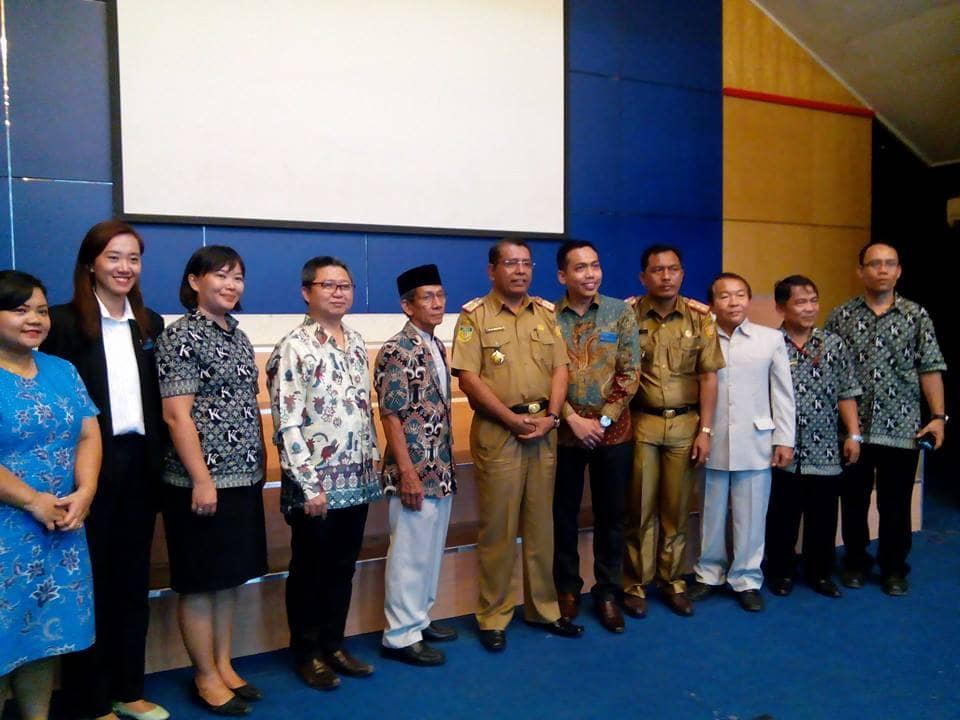 Para Pejabat Kota dan Pejabat YKKI-SKKK Jayapura, berfoto bersama.